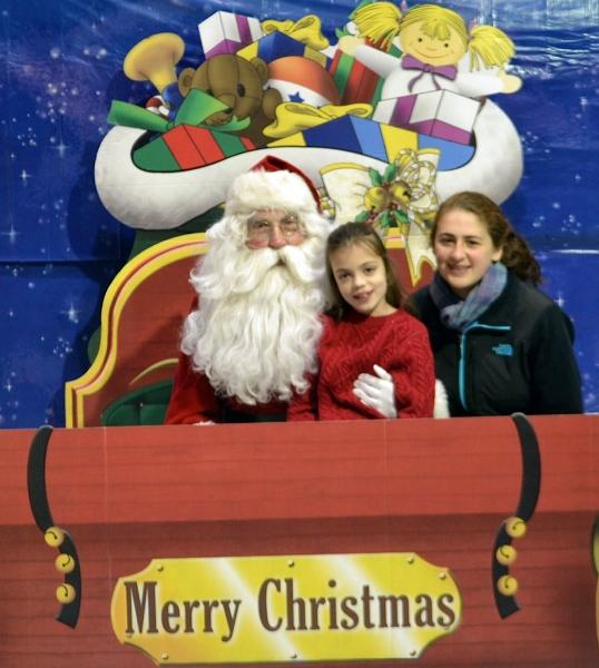 girls-and-santa