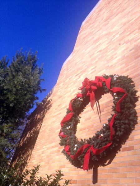 outside-wreath