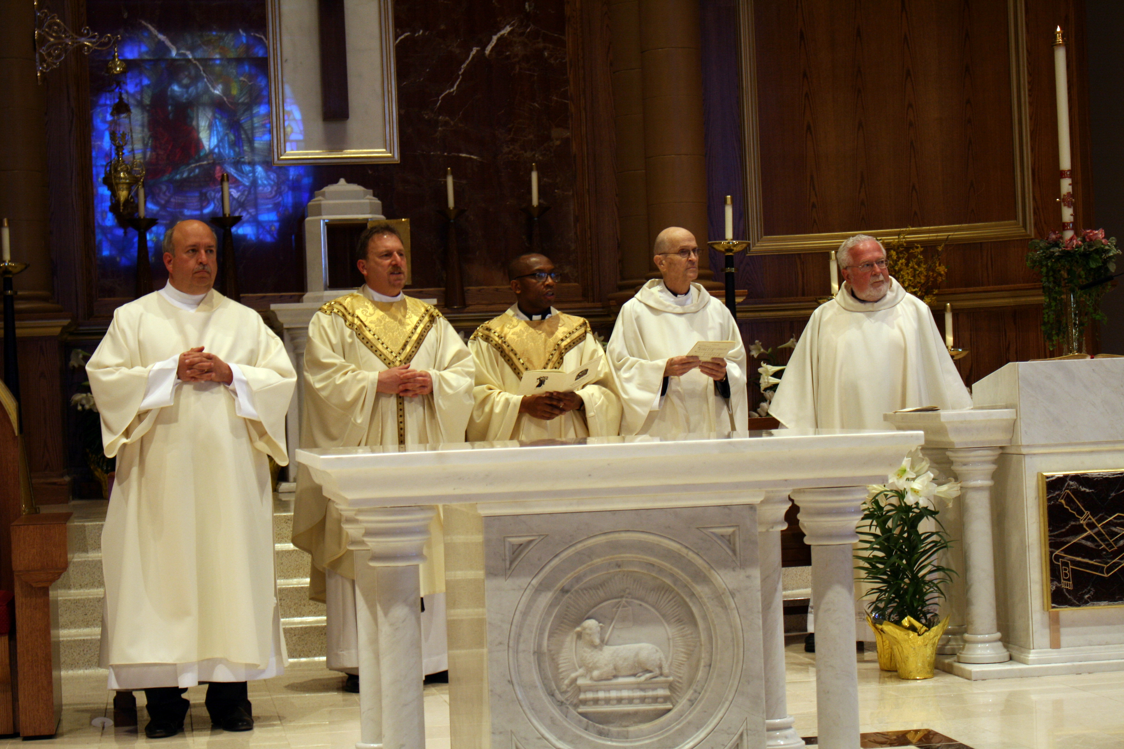 deacon-tom-and-priests-at-altar