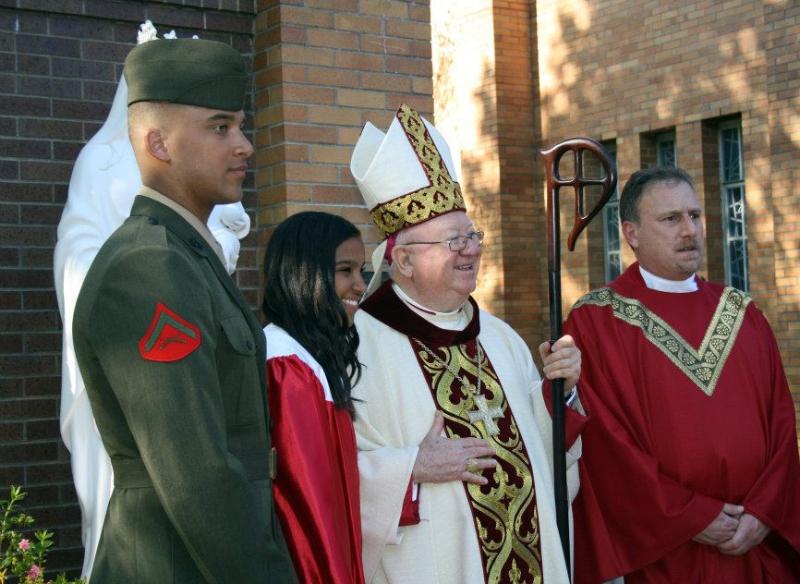 jefrey-and-olivia-knox-bishop-murphy-and-fr-bob